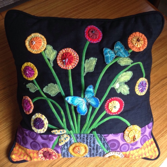 Joan's remarkable 3D cushion using yoyo's and bias stems